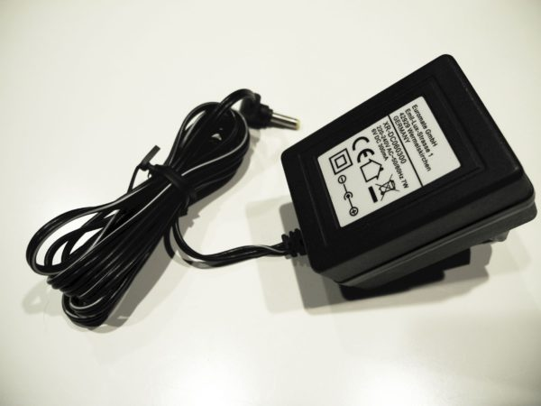 Adapter XR-DC060300
